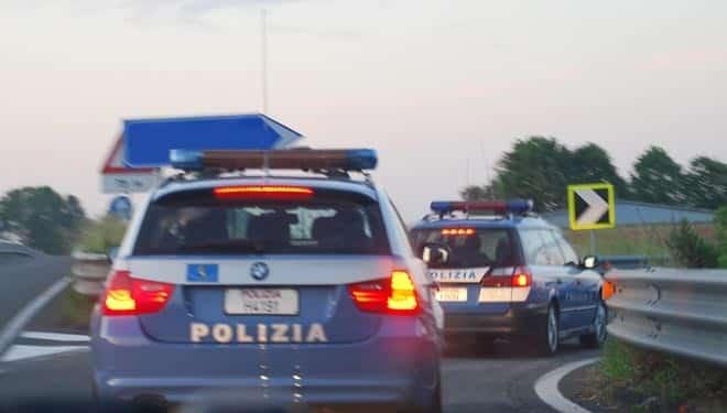 auto della polizia stradale